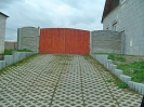 vrata a betonový plot